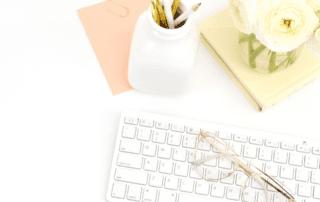 Verweildauer verbessern - Flat Lay Tastatur Stifte