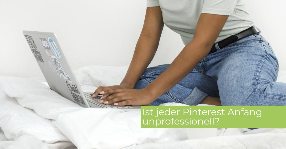 Headerbild Pinterest Anfang Frau mit Laptop